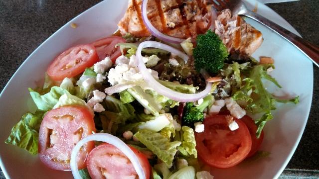 salmon salad 2 (640x360)